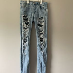 American eagle light wash ripped jeans size 4